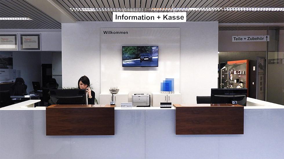 Willkommen im Autohaus Hagl Ottobrunn - Empfang & Information